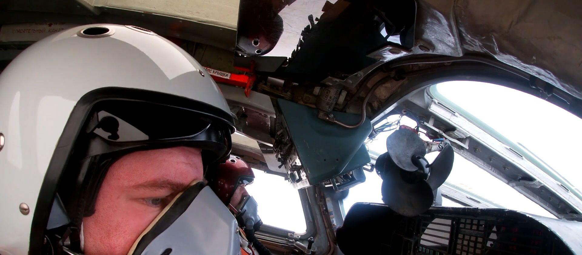 Российский СУ-35 эффектно отогнал истребитель НАТО от ТУ-160 - Sputnik Таджикистан, 1920, 17.09.2020