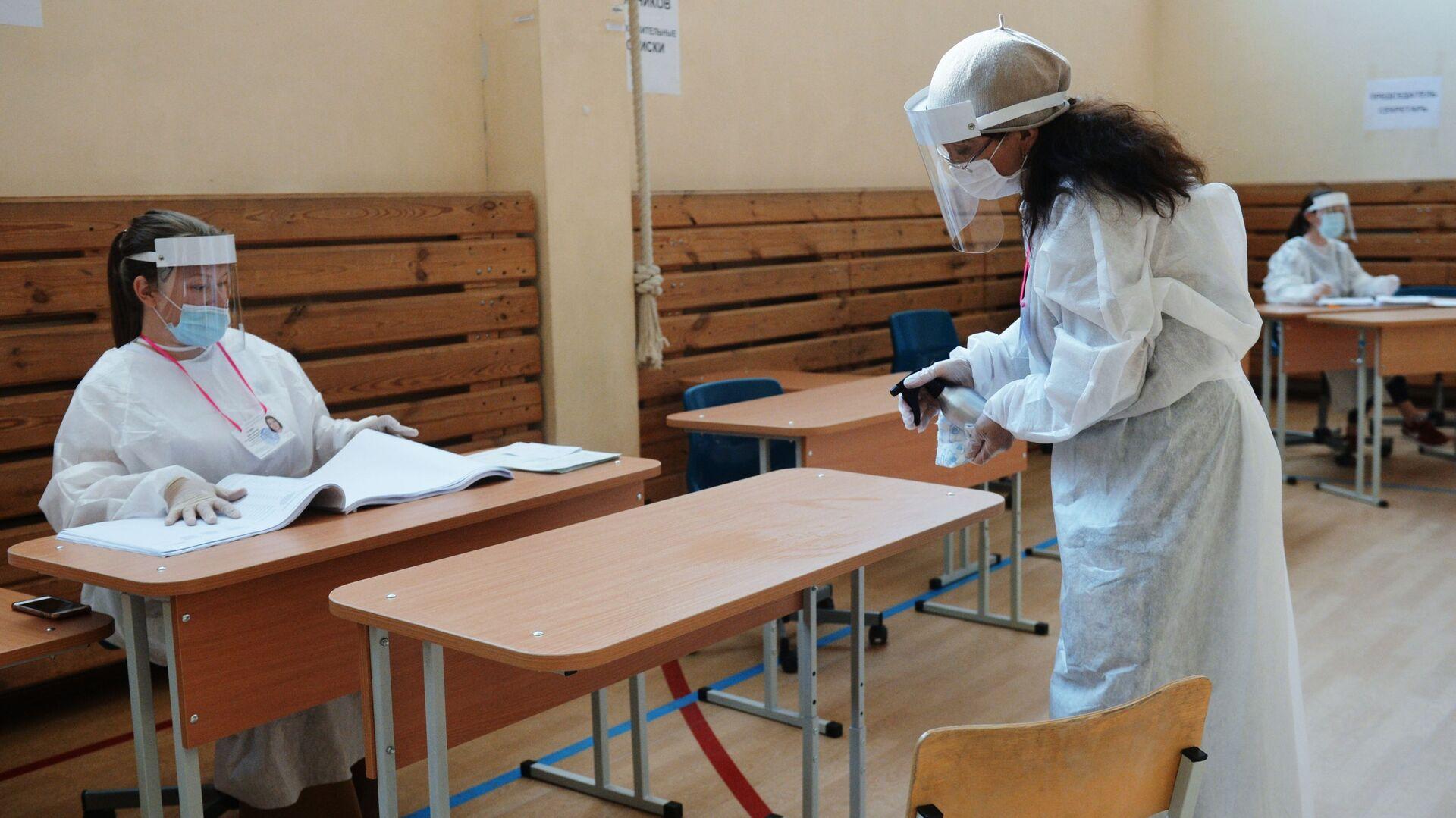 Голосование на выборах в условиях пандемии - Sputnik Таджикистан, 1920, 21.06.2021