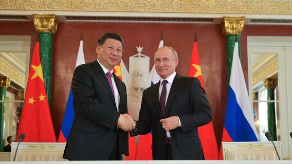 Президент России Владимир Путин и его китайский коллега Си Цзиньпин - Sputnik Таджикистан