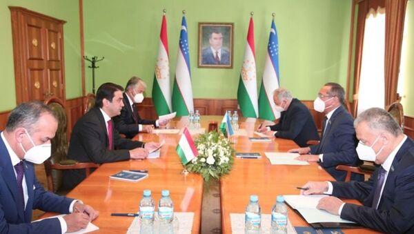 Рустам Эмомали обсудил вопросы сотрудничества с парламентариями Узбекистана - Sputnik Таджикистан