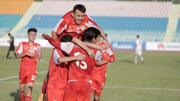 Юношеская сборная Таджикистана (U-16) одержала победу над сверстниками из Узбекистана - Sputnik Таджикистан