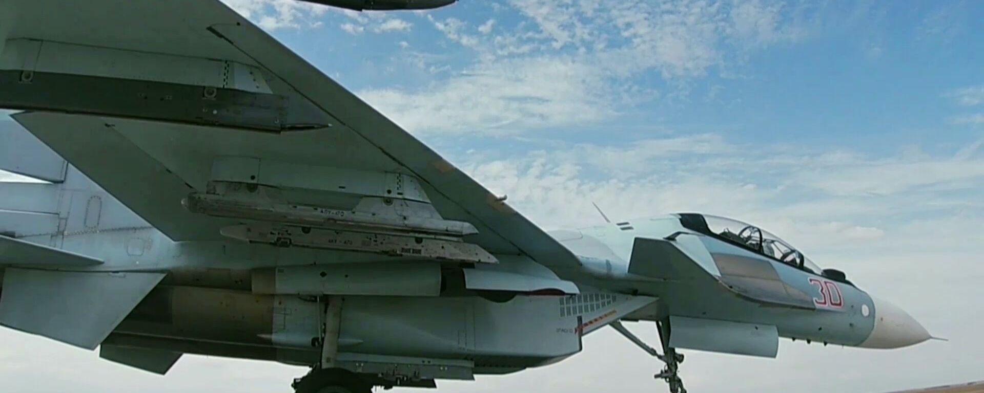 Истребитель Су-30 на стратегических командно-штабных учениях Кавказ-2020 - Sputnik Тоҷикистон, 1920, 01.10.2021
