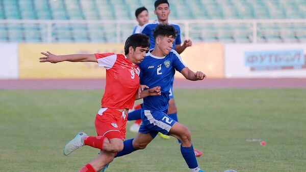 Матч между юношескими сборными Таджикистана и Узбекистана до 16 лет - Sputnik Таджикистан