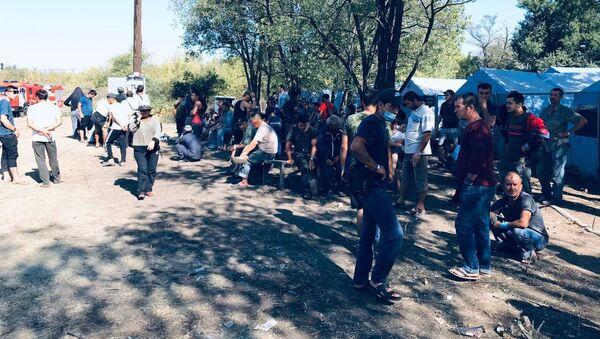 Лагерь трудовых мигрантов на станции Лихая под Ростовом - Sputnik Таджикистан