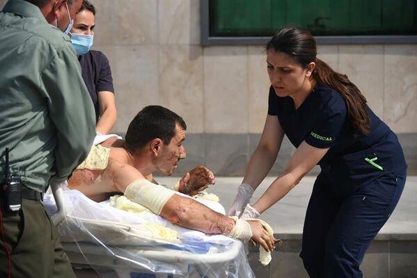 Пострадавший в результате боевых действий в Нагорном Карабахе - Sputnik Таджикистан