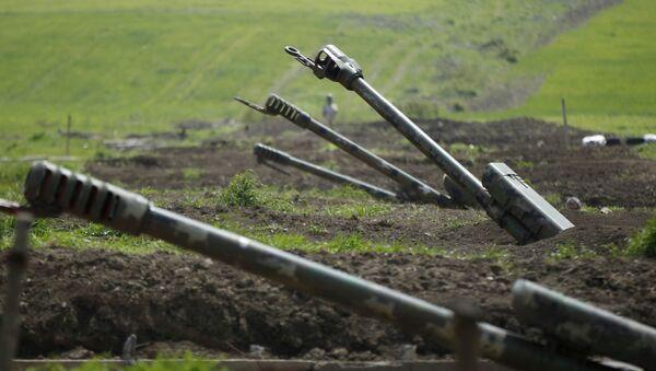 Армянская артиллерия недалеко от границы Нагорного Карабаха, архивное фото - Sputnik Таджикистан