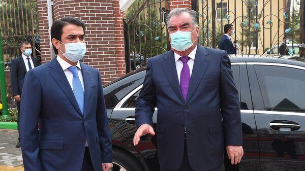 Президент Республики Таджикистан Эмомали Рахмон и Рустам Эмомали - Sputnik Тоҷикистон