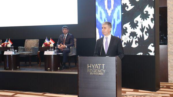 Министр экономического развития и торговли Таджикистана Завки Завкизода - Sputnik Таджикистан