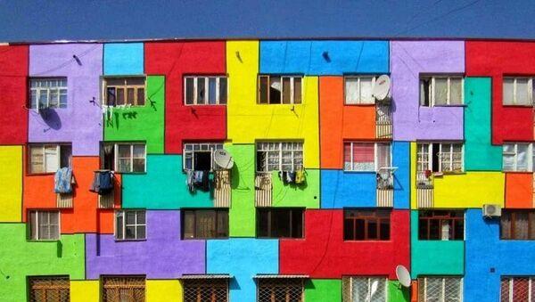 Креатив недалеко от Самарканда: дома разукрасили в яркие цвета - фото - Sputnik Таджикистан