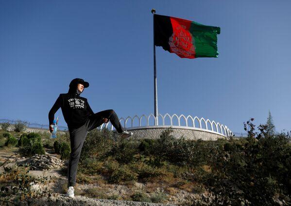 18-летняя Фатима Султани во время тренировки в горах на окраине Кабула - Sputnik Таджикистан