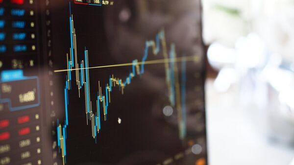 График на мониторе торгов на бирже - Sputnik Тоҷикистон