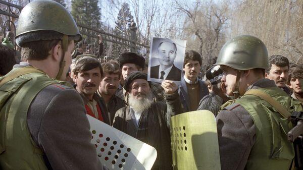 Массовые беспорядки, произошедшие в Душанбе с 10 по 17 февраля 1990 года - Sputnik Таджикистан