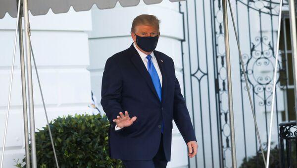 Президент США Дональд Трамп в Белом доме, Вашингтон  - Sputnik Тоҷикистон