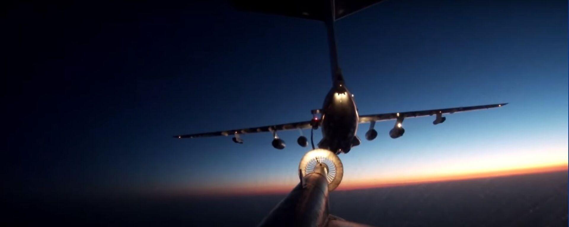 Ночная дозаправка в воздухе экипажа Ту-95МС ВКС России - Sputnik Таджикистан, 1920, 05.10.2020