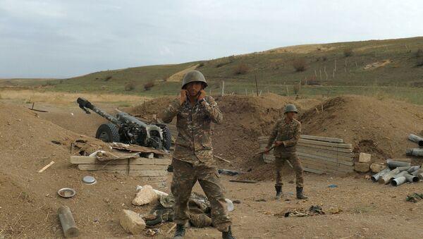 Военнослужащие Армии обороны Карабаха готовятся открыть артиллерийский огонь - Sputnik Таджикистан