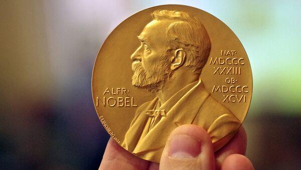 Медаль Нобелевской премии мира - Sputnik Тоҷикистон