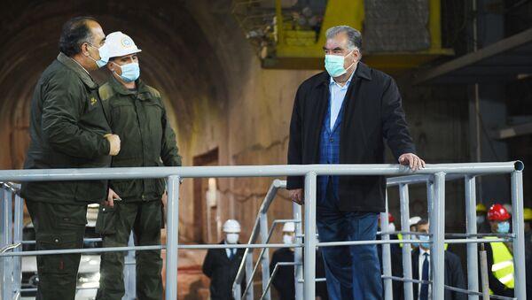 Президент Таджикистана Эмомали Рахмон побывал на строящейся плотине Рогунской ГЭС - Sputnik Таджикистан