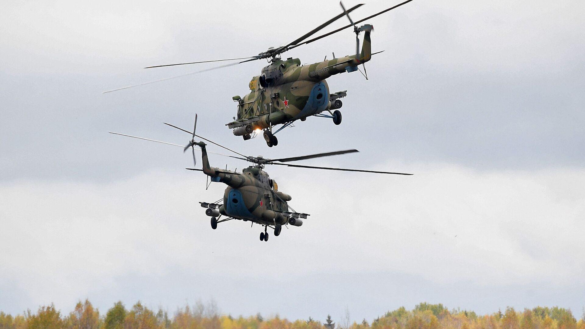 Вертолеты Ми-8 во время командно-штабных учений ОДКБ Нерушимое братство 2020 на полигоне Лосвидо под Витебском - Sputnik Таджикистан, 1920, 25.05.2021