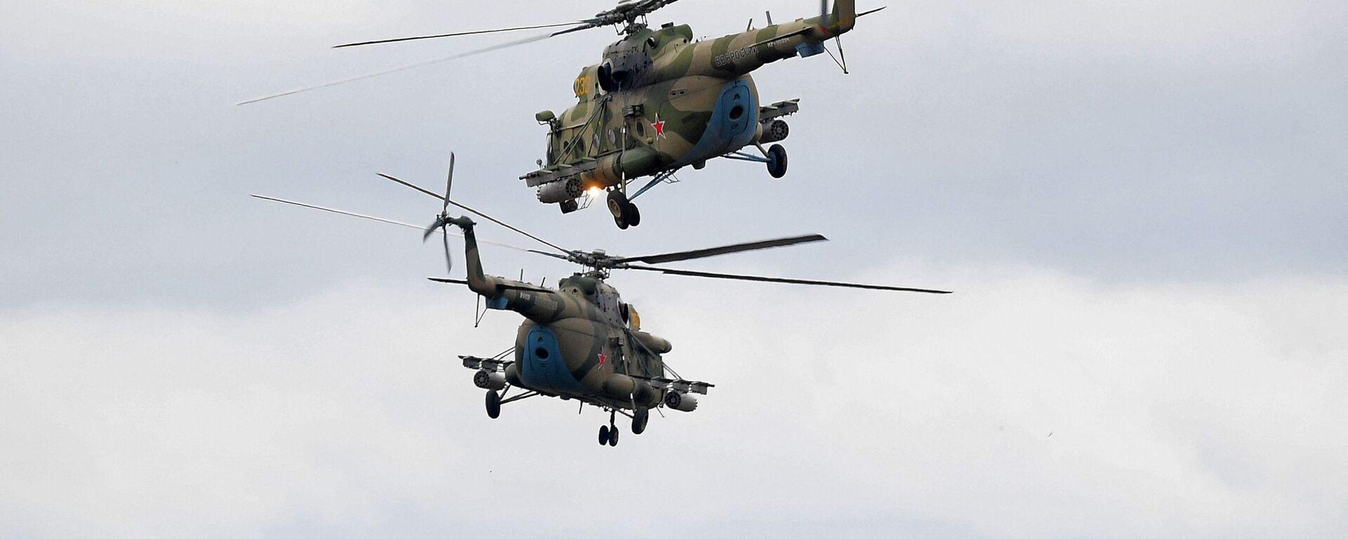 Вертолеты Ми-8 во время командно-штабных учений ОДКБ Нерушимое братство 2020 на полигоне Лосвидо под Витебском - Sputnik Таджикистан, 1920, 27.08.2021