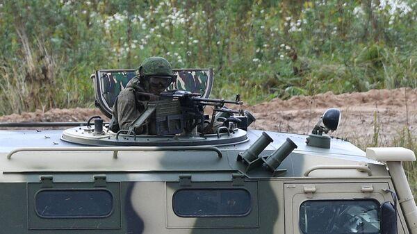 Военнослужащие во время командно-штабных учений ОДКБ Нерушимое братство 2020 на полигоне Лосвидо под Витебском - Sputnik Таджикистан