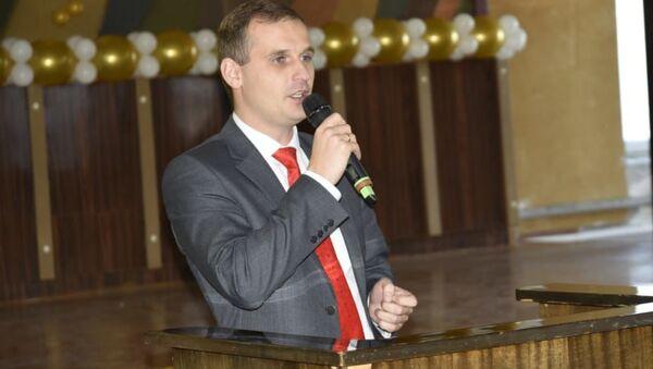 Член Комитета Совета Федерации по социальной политике, кандидат медицинских наук Сергей Леонов - Sputnik Таджикистан