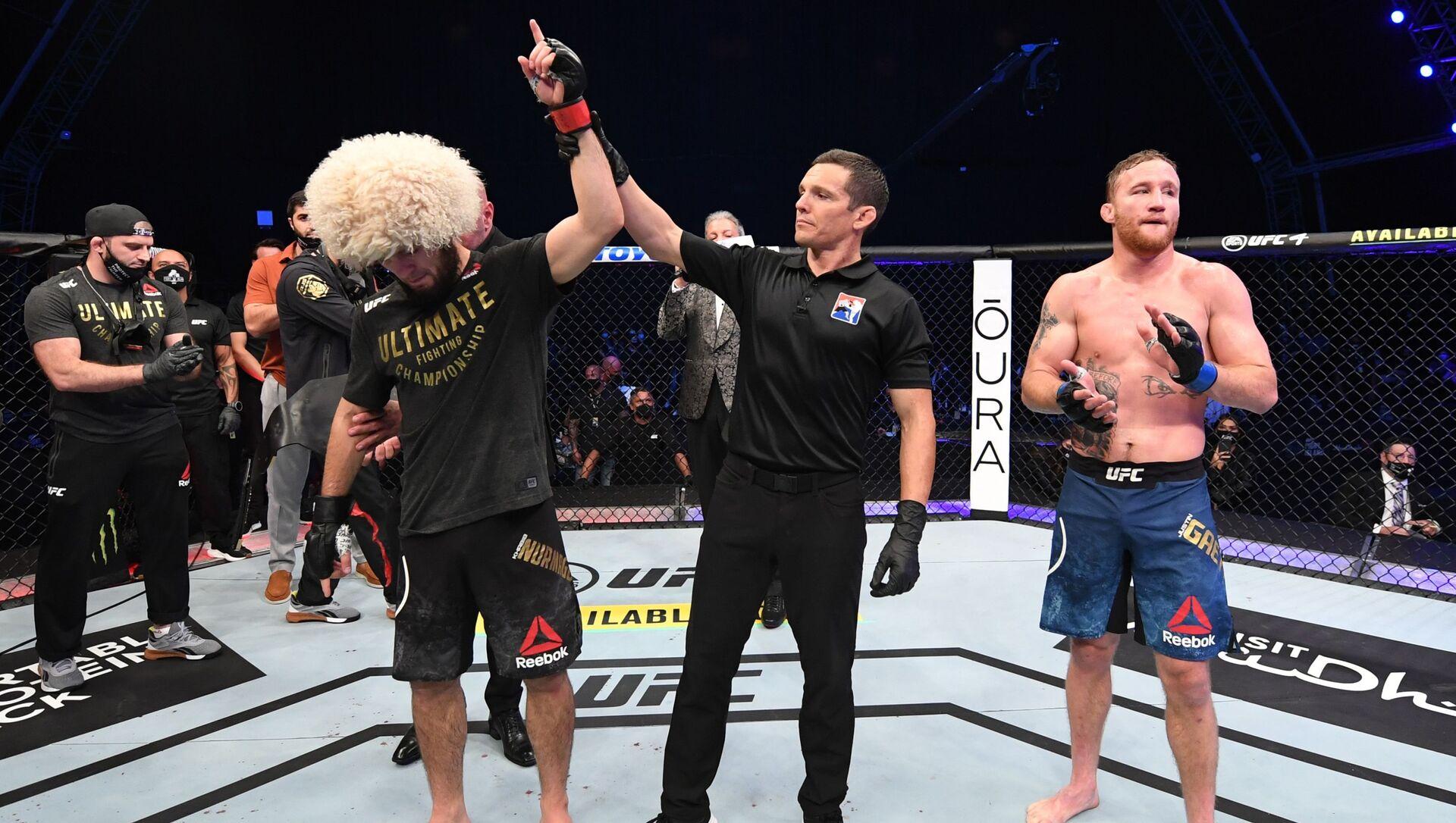 Хабиб Нурмагомедов защитил титул чемпиона UFC в легком весе - Sputnik Таджикистан, 1920, 09.02.2021