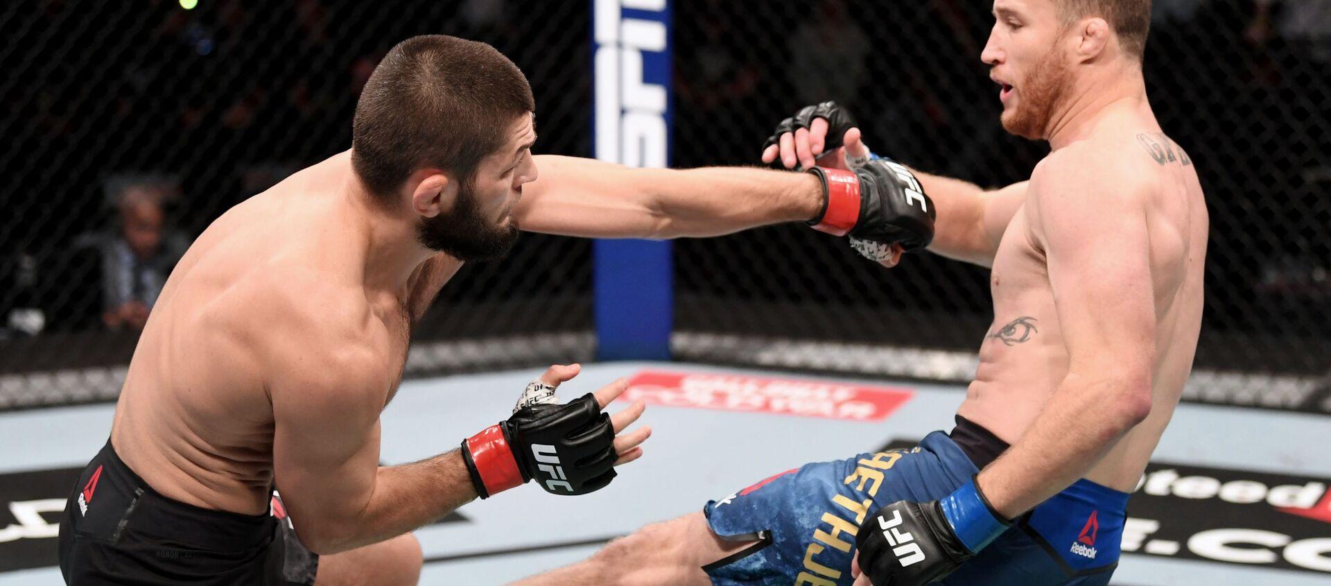 Хабиб Нурмагомедов защитил титул чемпиона UFC в легком весе - Sputnik Таджикистан, 1920, 01.11.2020