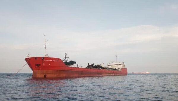 Поврежденный при взрыве танкер Генерал Ази Асланов - Sputnik Таджикистан