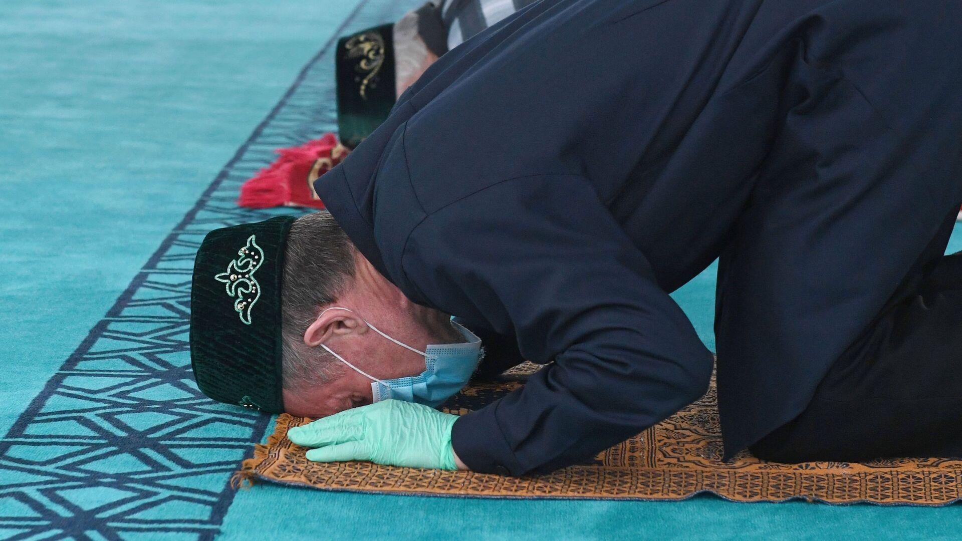 Верующие в новой мечети Чалы Яр в Набережных Челнах - Sputnik Таджикистан, 1920, 14.03.2021
