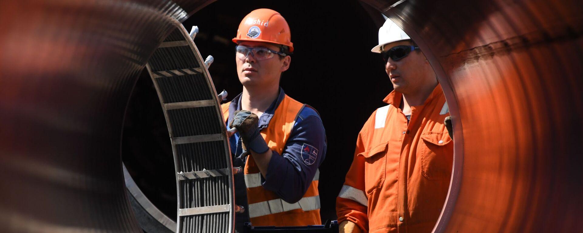 Рабочие на участке строительства газопровода Северный поток-2 в Ленинградской област - Sputnik Тоҷикистон, 1920, 13.05.2021