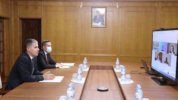 Министр экономического развития и торговли Завки Амин Завкизода провел видеоконференцию с Главой миссии Международного Валютного Фонда (МВФ) в Республике Таджикистан госпожой Падамжа Ханделвал - Sputnik Тоҷикистон