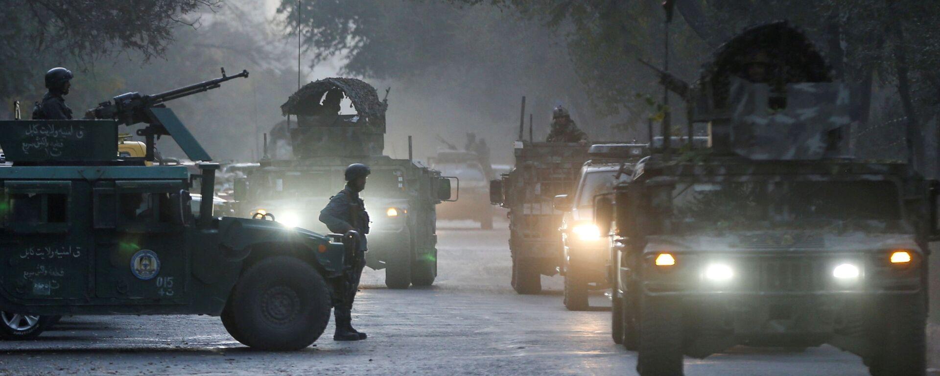 Афганские силовики на месте происшествия после вооруженного нападения на университет в Кабуле, Афганистан - Sputnik Таджикистан, 1920, 03.07.2021