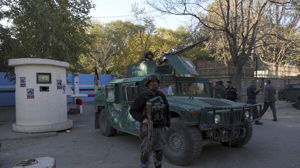 Полиция у ворот университета в Кабуле, на который было совершено вооруженное нападение - Sputnik Тоҷикистон