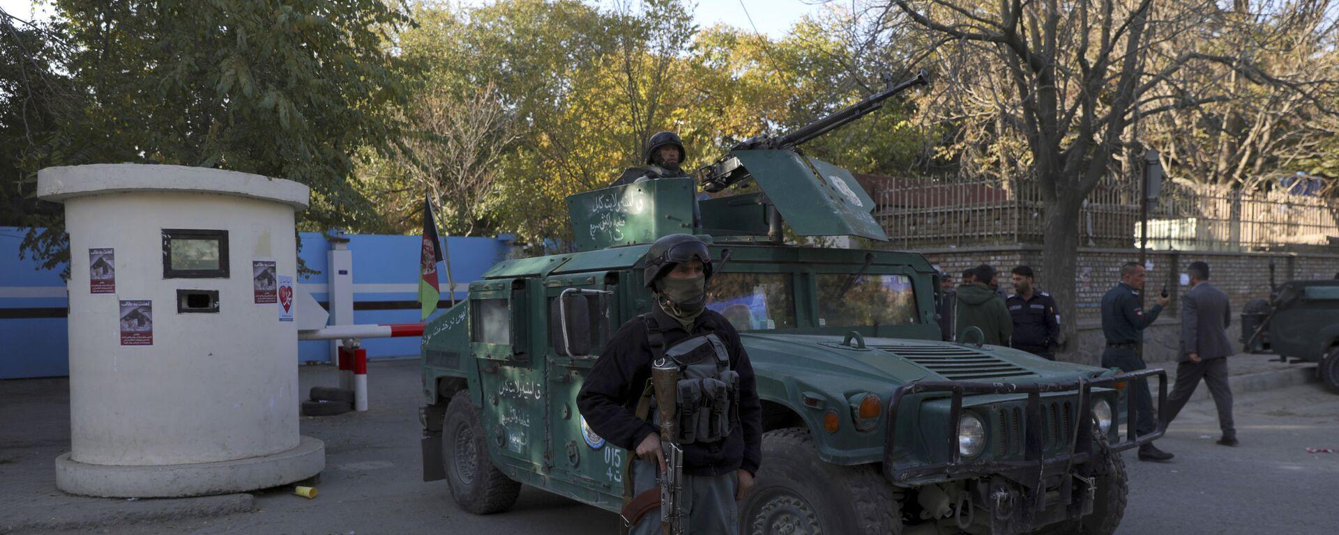 Полиция у ворот университета в Кабуле, на который было совершено вооруженное нападение - Sputnik Таджикистан, 1920, 07.11.2020