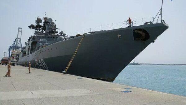 Большой противолодочный корабль Адмирал Пантелеев в порту Лимасол - Sputnik Тоҷикистон
