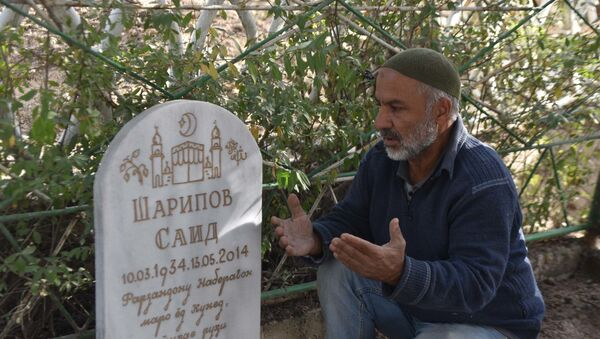 Субботник на кладбище в Душанбе - Sputnik Таджикистан