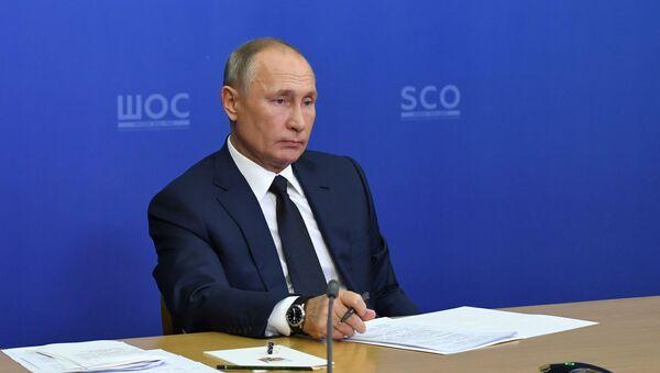 Президент РФ Владимир Путин проводит в режиме видеоконференции заседание Совета глав государств - членов Шанхайской организации сотрудничества (ШОС) - Sputnik Таджикистан