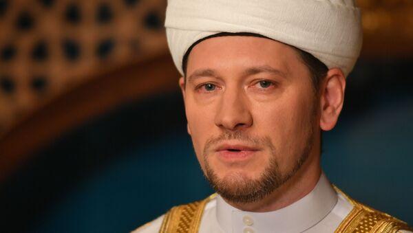 Первый заместитель председателя Духовного управления мусульман России муфтий Дамир Мухетдинов - Sputnik Таджикистан