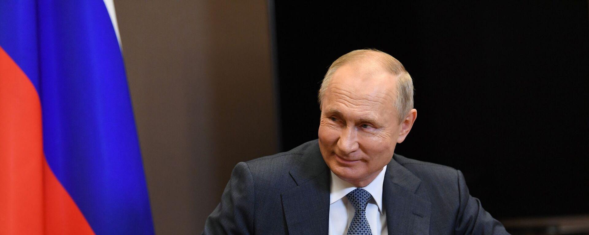 Президент РФ Владимир Путин - Sputnik Таджикистан, 1920, 15.11.2020
