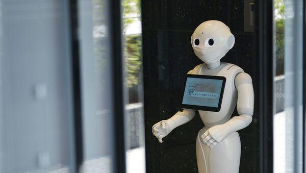 Робот у двери больницы для пациентов с коронавирусом. Архивное фото - Sputnik Тоҷикистон