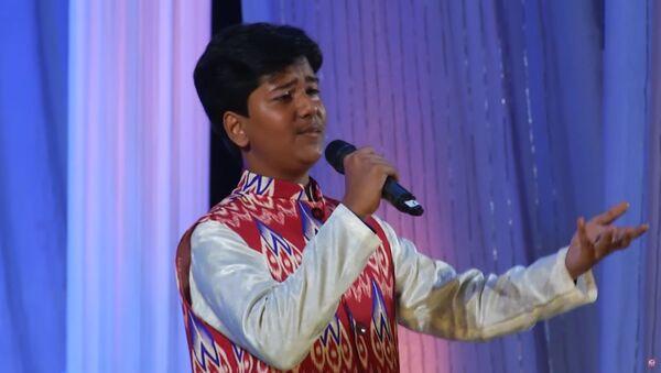 Юный индус спел на таджикском песню Саидкула Билолова и удивил мэтров таджикской эстрады - видео - Sputnik Тоҷикистон