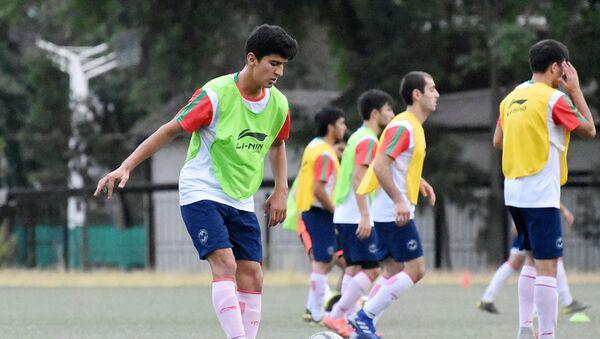 Молодежная сборная Таджикистана (U-19) начала двухнедельный учебно-тренировочный сбор в Душанбе - Sputnik Таджикистан