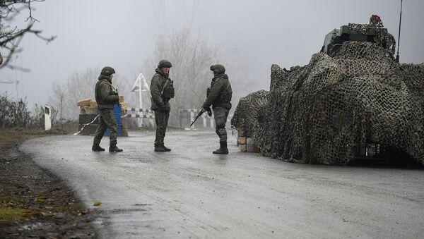 Российские миротворцы на блокпосту в Лачинском коридоре - Sputnik Тоҷикистон
