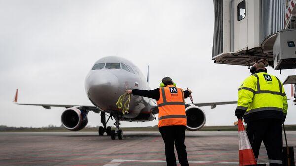 Самолет авиакомпании Аэрофлот доставляет российскую вакцину от коронавируса Спутник V в Венгрию для клинических исследований - Sputnik Тоҷикистон