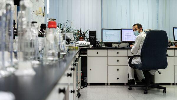 Российская вакцина от коронавируса Спутник V доставлена в Венгрию для клинических исследований - Sputnik Таджикистан