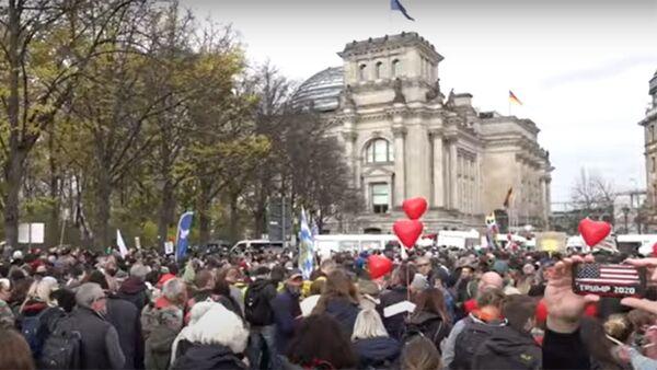 COVID-19: Европу захлестнула волна протестов против изоляции и ограничений - Sputnik Тоҷикистон
