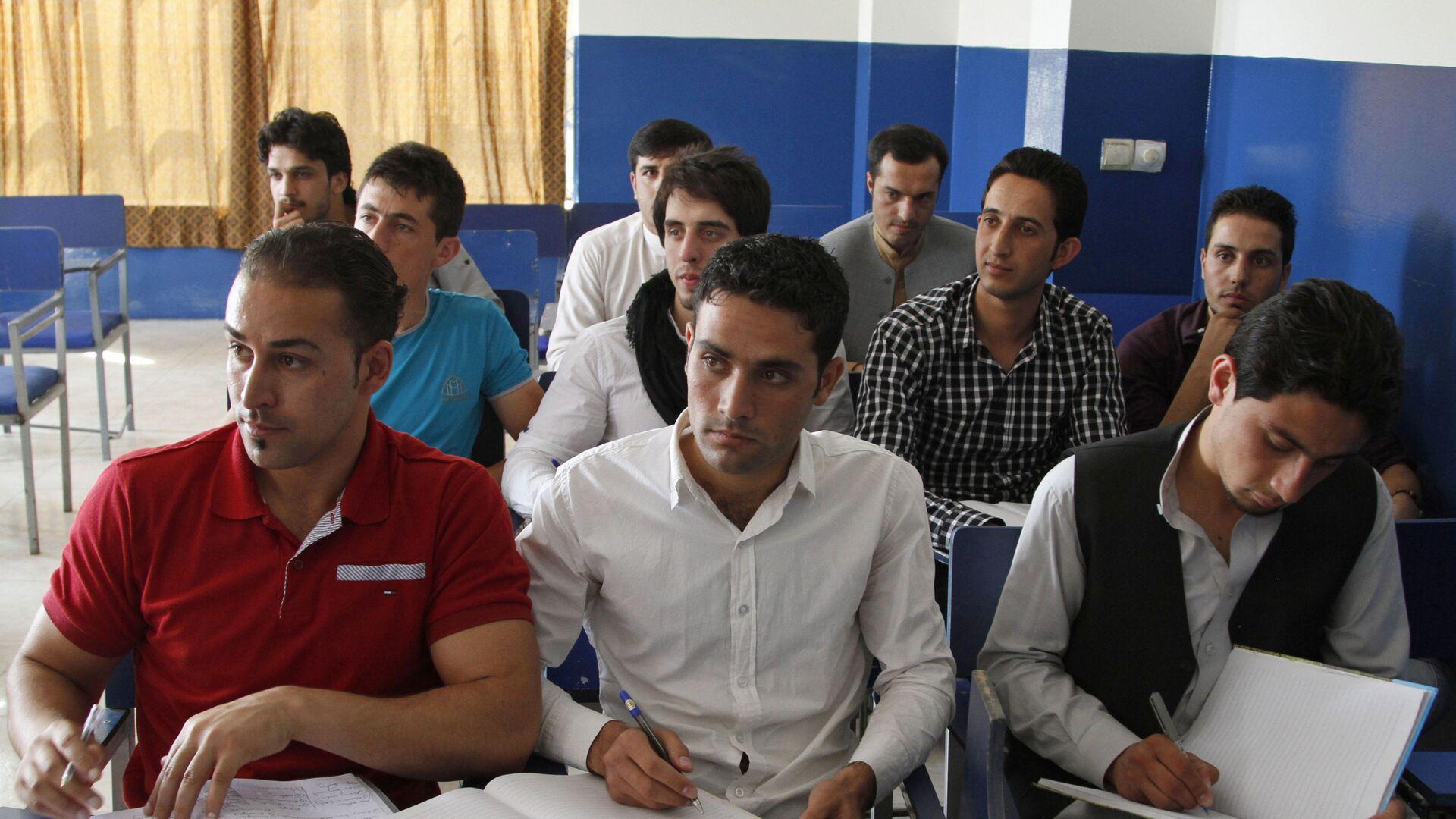 Афганские студенты на уроке - Sputnik Таджикистан, 1920, 01.09.2021
