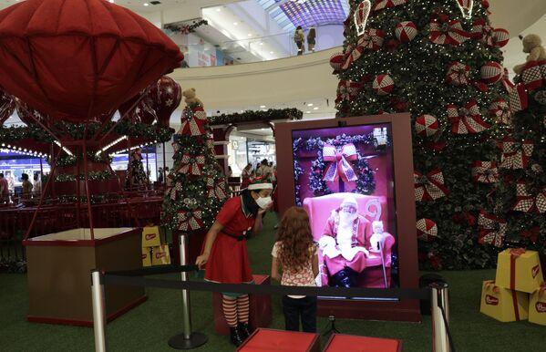 Видео Санта-Клауса в торговом центре в Бразилии - Sputnik Таджикистан