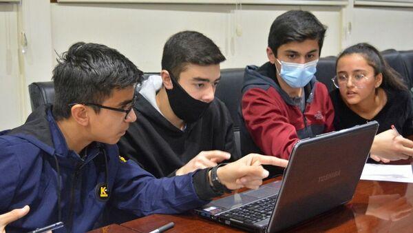 Таджикские школьники приняли участие в Международном историческом квесте За пределами - Sputnik Тоҷикистон