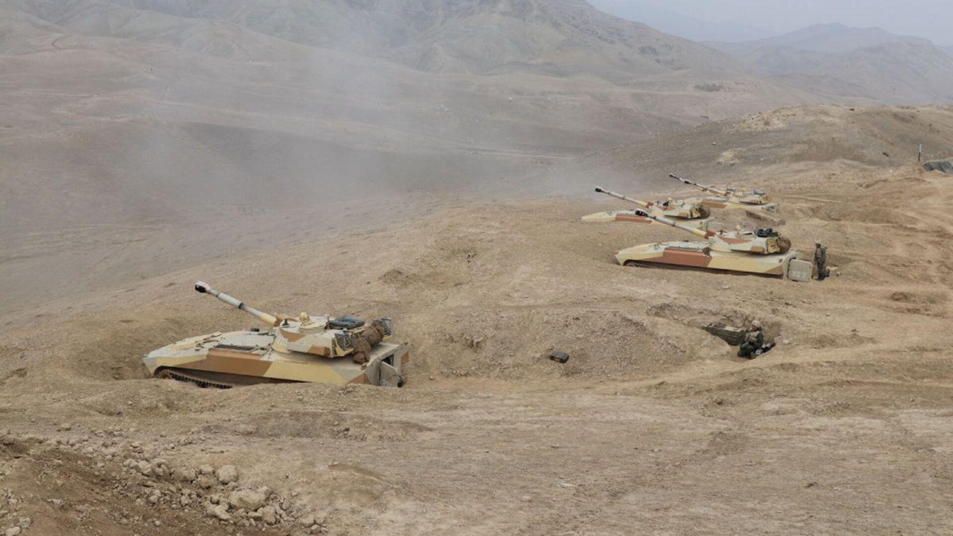 Российские и таджикские военнослужащие отбили атаку НВФ и заблокировали его в горах на совместном учении в Таджикистане - Sputnik Таджикистан, 1920, 02.08.2021